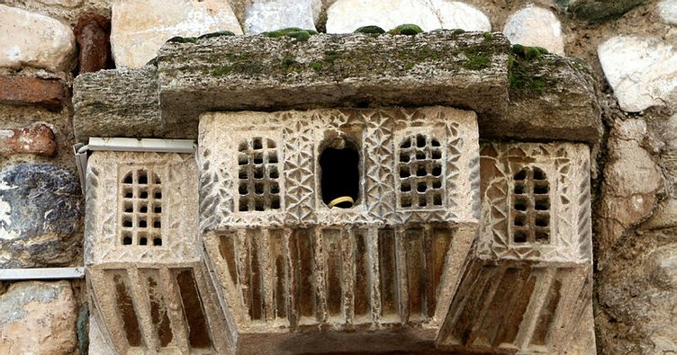 Tokat'ta hamam girişindeki 500 yıllık 'kuş sarayı' yerli-yabancı turistlerin ilgisini çekiyor
