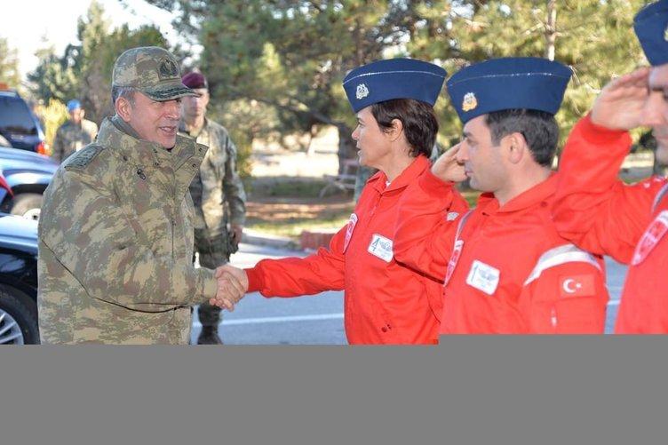 Genelkurmay Başkanı Orgeneral Akar, havacıları denetledi
