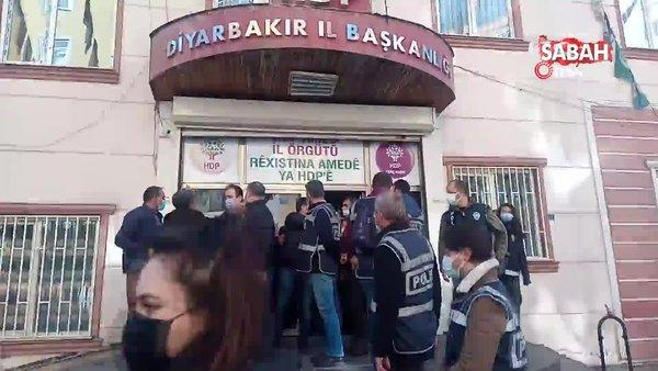 HDP'liler ile evlat nöbeti tutan aileler arasında 'hoşt' gerginliği   Video