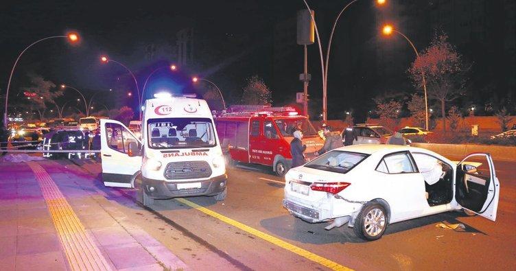 Lastik değiştirirken otomobil çarptı 2 ölü