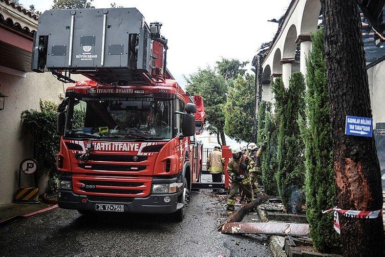 Çengelköy'de yanan tarihi Vaniköy Camii imamından son dakika açıklaması! Ziynem eşyalarımı yangın sonrası bulamadık...