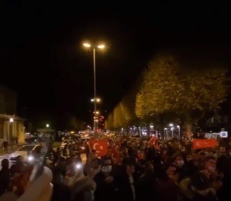 Son dakika: Türkler sokağa indi! Alçak saldırının ardından Fransa karıştı...