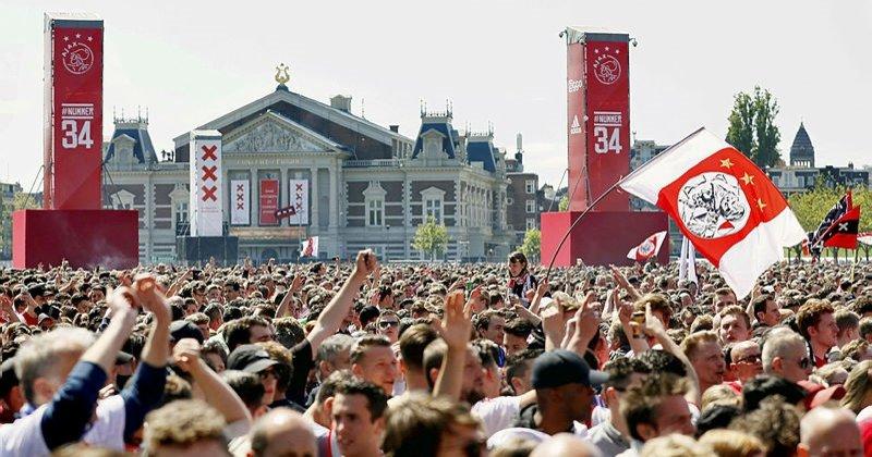 Ajax şampiyonluğunu 100 bin kişiyle kutladı ile ilgili görsel sonucu
