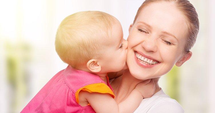 Bebeğinizin 12-18. ay gelişimi: Minik öpücüklere hazır olun...