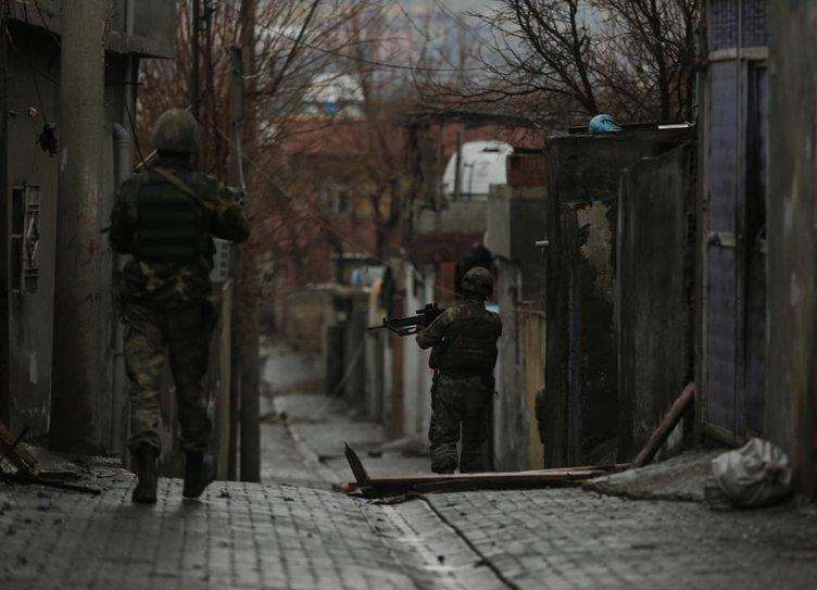 PKK'nın Cizre'deki pusuları görüntülendi!