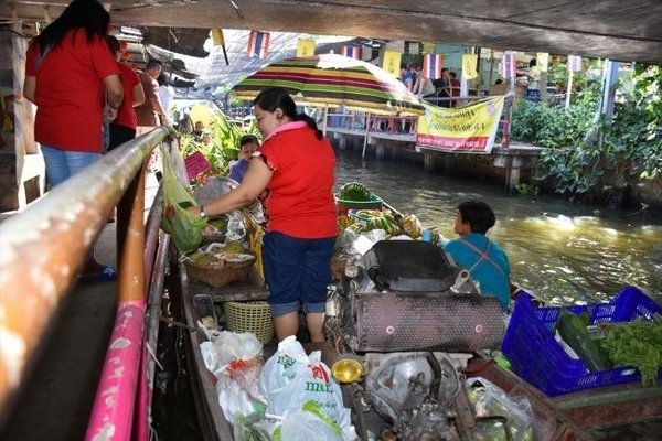 Tayland'ın sıra dışı yüzen pazarları