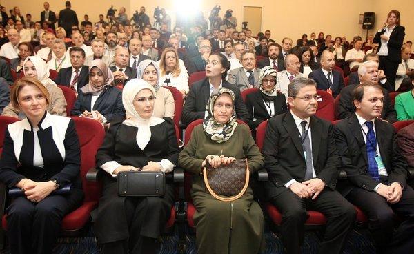 Emine Erdoğan Fitoterapi Eğitim Araştırma ve Uygulama Merkezinin açılışını yaptı