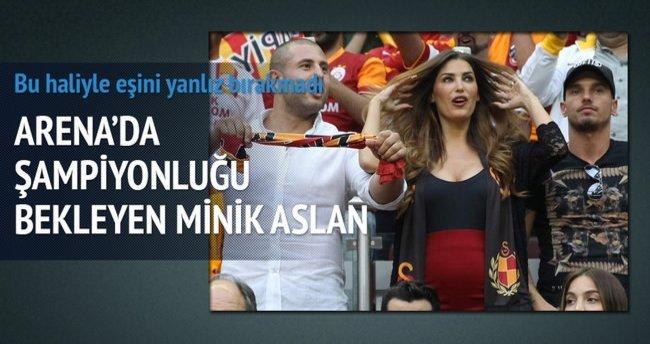 Hamile Yolanthe Cabau derbide Sneijder'ı yalnız bırakmadı