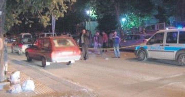 Silahla saldırıp aracı gasp ettiler