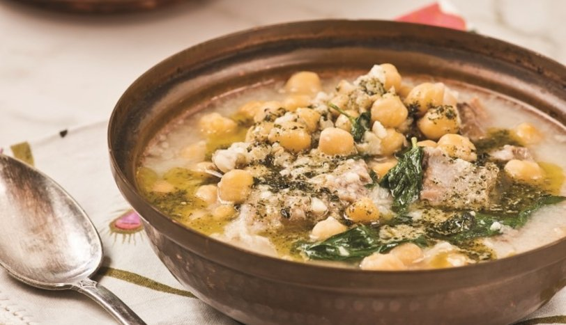 Etli ve pazılı tarhana çorbası