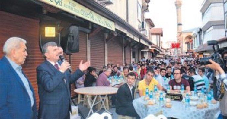 Bedesten esnafı Akyürek'le iftar yaptı