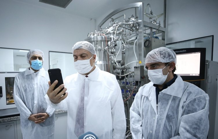 Son dakika! Sağlık Bakanı Koca'dan Başkan Erdoğan'a koronavirüs aşı çalışmalarında insan üzerinde deneme aşamasına geçildi müjdesi