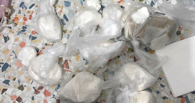 İzmir'de 1 kilo 100 gram kokain ele geçirildi