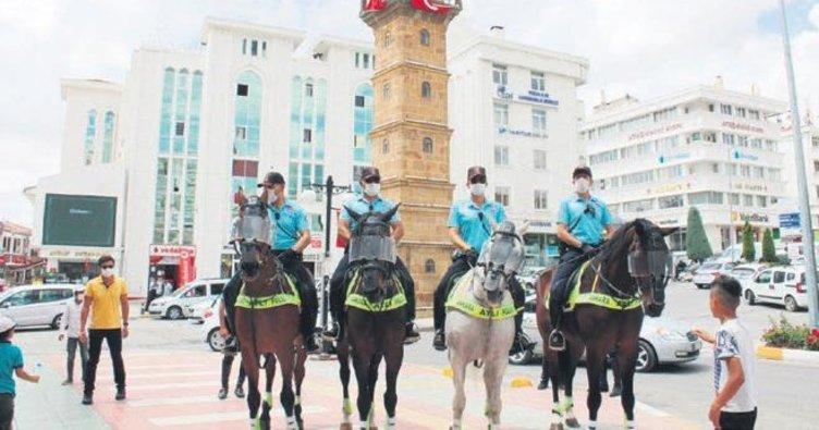 Atlı pandemi ekibi başkentten yollara düştü