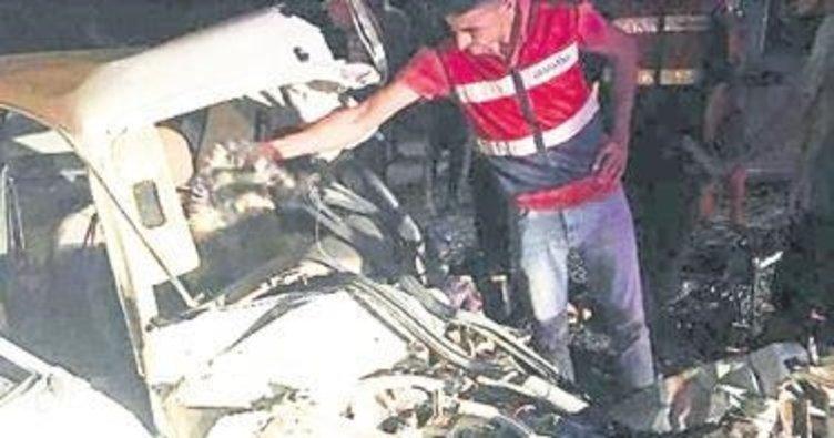 Kazada 2 kişi ile anne karnındaki bebek öldü