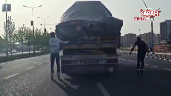 Diyarbakır TIR'a tutunan patenli gençlerin tehlikeli yolculuğu kamerada