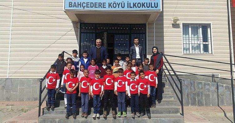 Minik öğrencilerden Mehmetçik'e destek