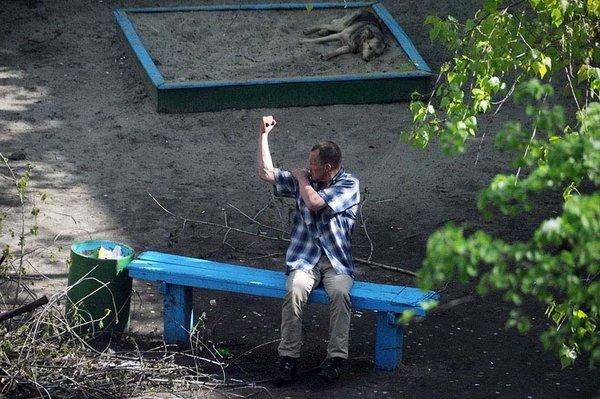 10 yıl boyunca aynı bankta yaşananların fotoğrafını çekti