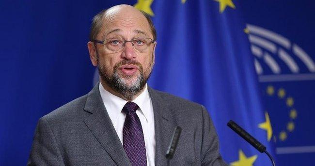 Martin Schulz tüm oyları alarak SPD Genel Başkanı seçildi