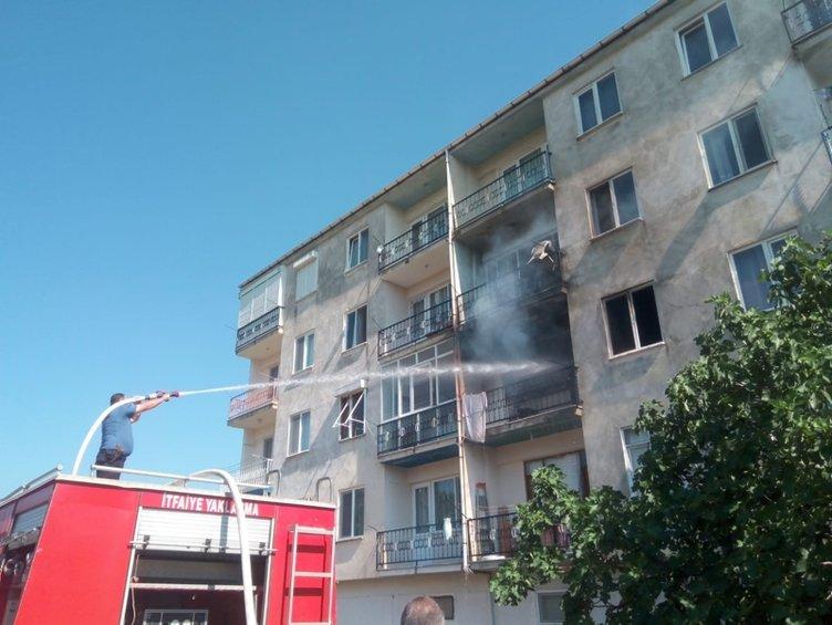 Bursa'da bir kadın oturduğu evi ateşe verdi