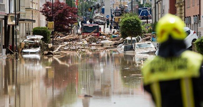 Almanya'da sel felaketi: 6 bina çöktü