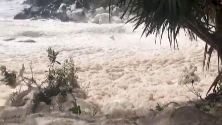Son dakika haberi: O ülkede fırtına sonrası şoke eden görüntüler: Herkes oraya akın etti