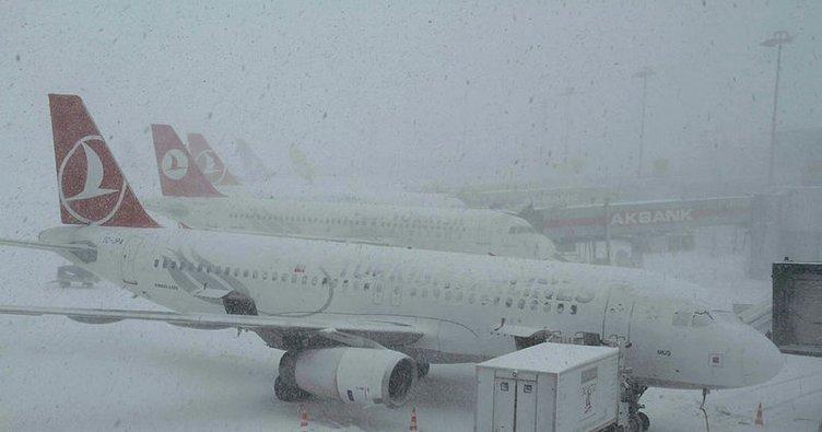 Son dakika: Erzincan'da hava ulaşımına kar engeli