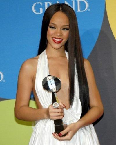Dünden bugüne Rihanna'nın saç modası