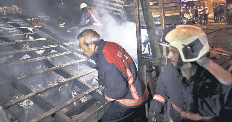 Kundaklandığı iddia edilen 3 gecekondu yandı