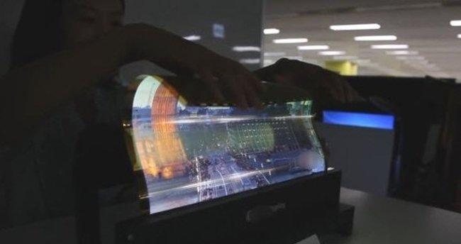 Samsung'tan ekranı kıvrılabilen televizyon