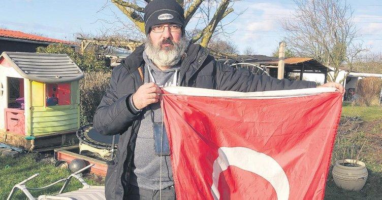 Faşistlerin bayrak hazımsızlığı