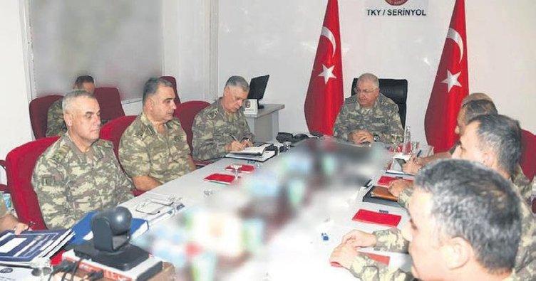 Komutanlar sınırda İdlib'i konuştu