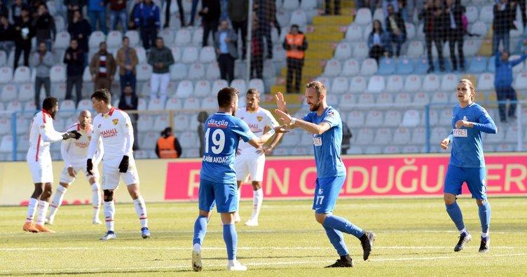 Erzurumspor Göztepe'yi yendi, Fenerbahçe düşme hattında!