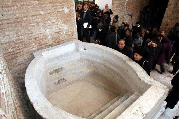 Ayasofya'daki tarihi vaftiz havuzu gün yüzüne çıktı