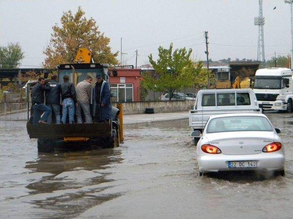 Edirne sokakları göle döndü