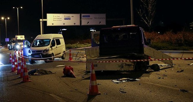 Otomobil, belediye işçilerine ve kamyonetine çarptı: 2 ölü, 2 yaralı