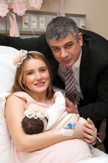 Meral Kaplan anne oldu