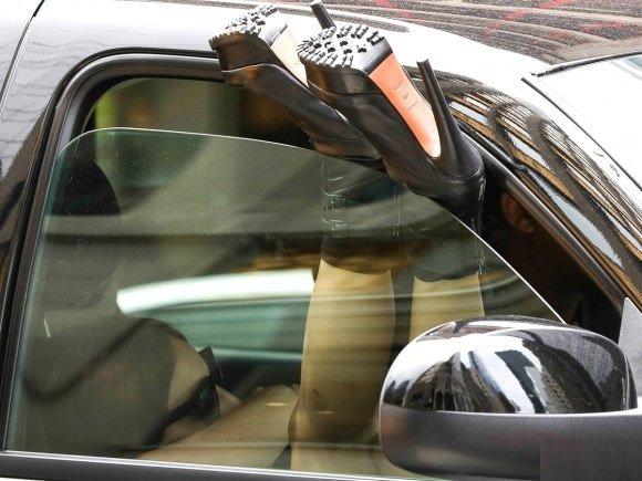 Lady Gaga sütyenle sokağa çıktı