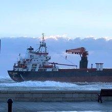 Türk gemisi İtalya'da karaya oturdu