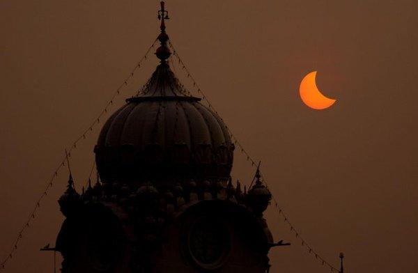 Yüzyılın güneş tutulmasından kareler...