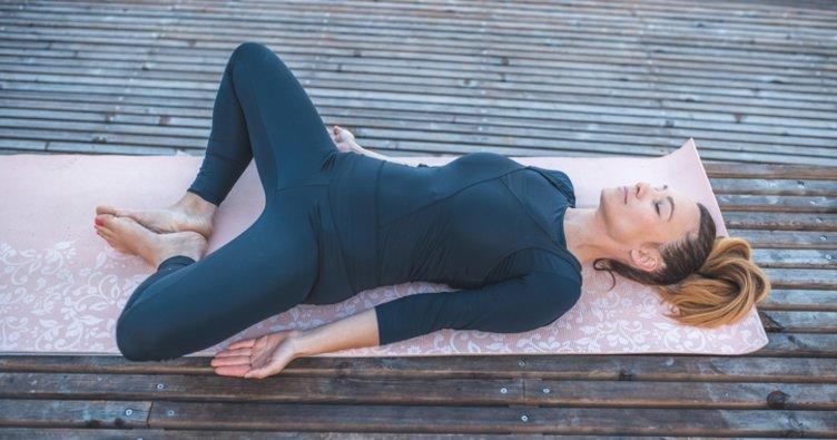 Regl ağrısına iyi gelen yoga pozisyonları – Regl ağrınızı hafifletecek etkili yöntemler