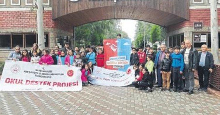 Çocuklar Tarsus Hayvan Parkı'nı gezdi
