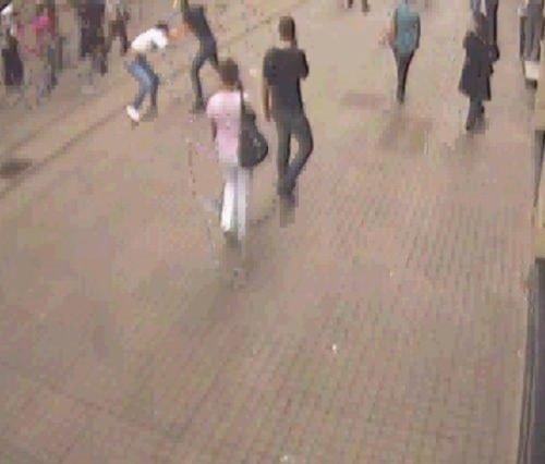 Alman turisti bıçakladılar