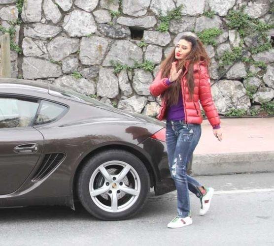 Ebru Polat'tan 800 bin TL'lik arabaya benzin yerine su