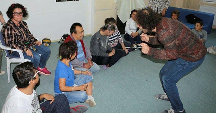 Kuşadası Belediyesinden engellilere drama eğitimi