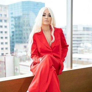 Güzel şarkıcı Rita Ora'nın 24 milyon TL değerindeki mücevherleri uçakta unutuldu!