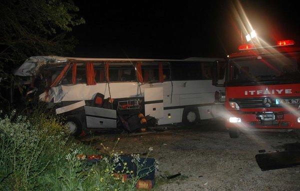Sakarya'da otobüsle kamyon çarpıştı