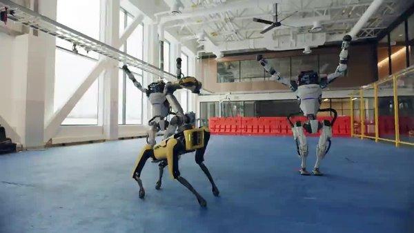 Boston Dynamics'in robotlarının muhteşem dans gösterisi sosyal medyada olay oldu | video