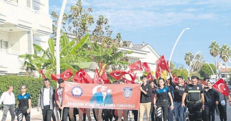 Kemer'de polis ve gençlerden yürüyüş