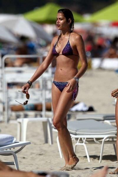 Ana Beatriz Barros sahili kavurdu